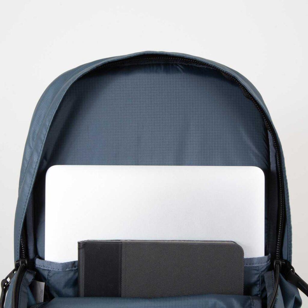 Mochila FCS Strike Travel pack compartimento portátil